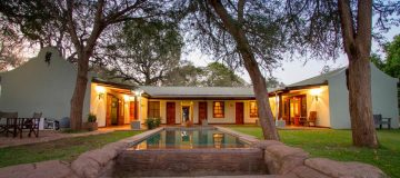 Thorn tree Tented Camp
